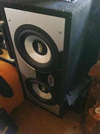 Clarion Pro Audio 300 watt sub in Clarion box Vancouver, V6A 1N1