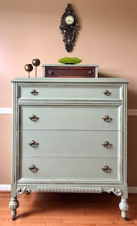 5 drawers antique dresser  Gainesville, 20155