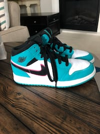 6 youth AirJordan SB like new.
