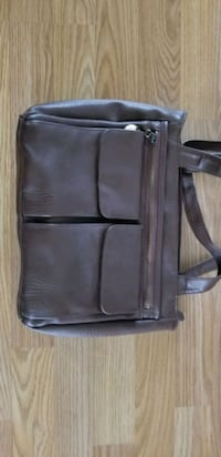 Brown purse. Like new. Lots of pockets.