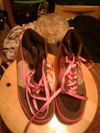 black-and-pink Nike high tops Darbyville, 43146