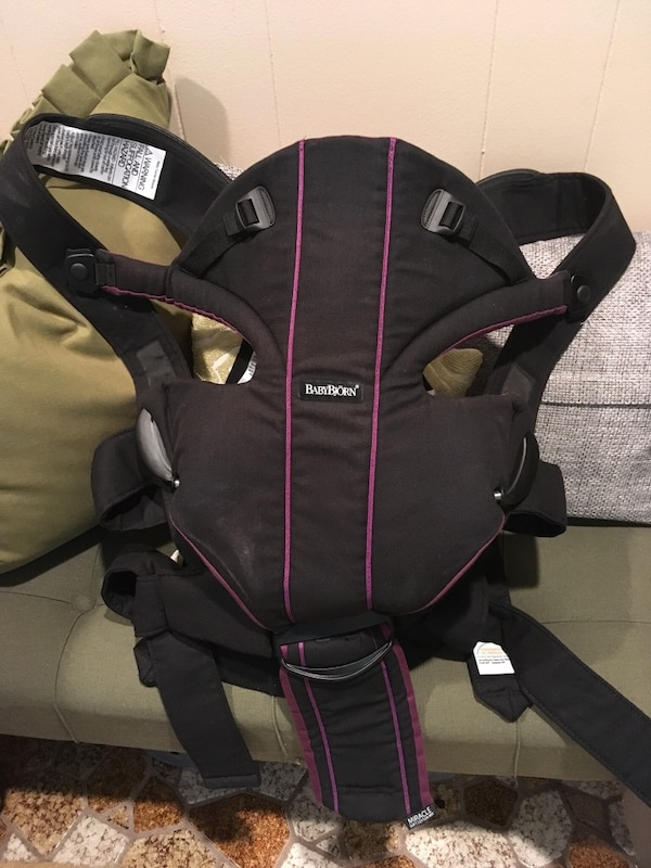 b8bb6db4fc9 Used Baby Bjorn baby carrier miracle - purple. Great carrier