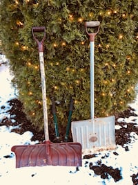Snow shovels different large sizes best offer