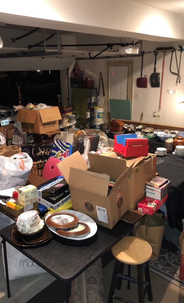 Moving out sale 89985a60-1845-4b00-b992-730bc658e1c1