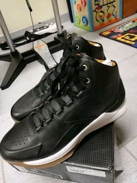 LIKE NEW Curry One Lux 11.0 $100.00