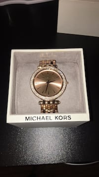 Round gold michael kors analog watch with link bracelet Philadelphia, 19144