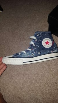 Boys (but can be unisex) Chucks size 1 Capitol Heights, 20743
