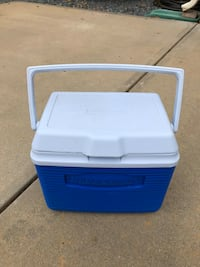 Rubbermaid cooler (small size) Mint Hill, 28227