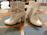 Woman's boots, size 7