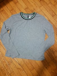 H&M grey sweater size large  Vancouver, V5P 2C5