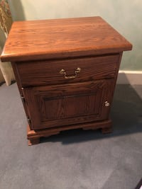 brown wooden 2-drawer night stand  536 km