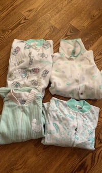 Baby - neutral green snuggly pyjamas.Size 18 month. All set of 4. Toronto, M1E 4B3