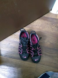 Black and pink Nikes  Clinton Township, 48035
