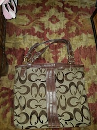 Nearly new Guess Purse