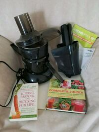Juicer with juicing books Calgary, T1Y 3V8