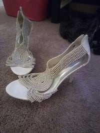 women's pair of gray and white leather open toe pumps Baltimore, 21206