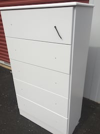 White wooden 5-drawer chest-NEW  Springfield