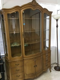 China Cabinet / Breakfront