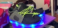 light up shoes  and it vone with charger  Peoria, 61605