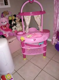 pink and white Minnie Mouse vanity table Amarillo, 79104
