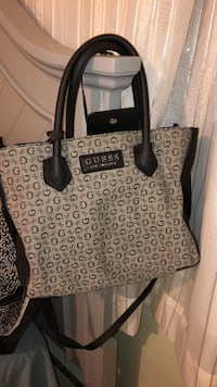 Black guess purse  Port Moody, V3H 1L5