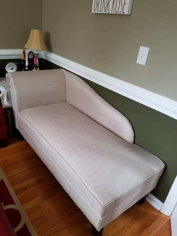 Used Settee Chaise Lounge Sofa W/hidden Storage Under Seat