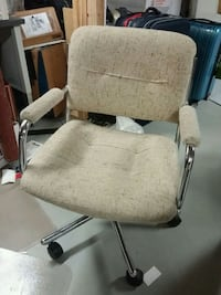 gray and black rolling armchair Markham, L6E 0B2