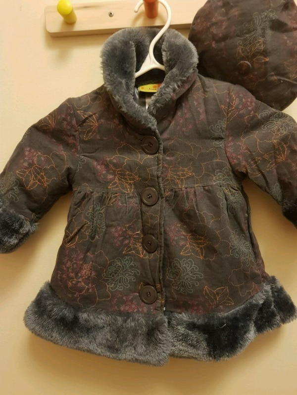 Little girl coat with matching hat (size 12 months 340c2262-a14f-489c-9940-6916d7bbe46f