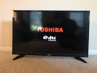"""Toshiba 32"""" 720p HD Television w/ Power Cord and Working Remote. Fairfax, 22033"""