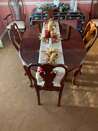 Dining Room Set w/6 Chairs.  5 ft w/o inserts. 7 ft w/inserts. Fredericksburg, 22406