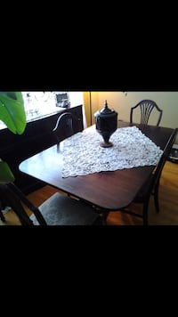 Antique style dining room table with chairs Laval, H7W 3X1