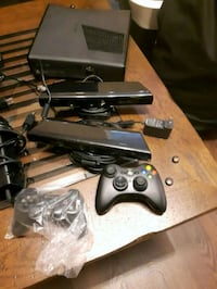 Xbox 360 2 kinects 2 controllers
