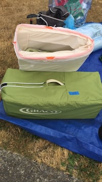 green Graco bag