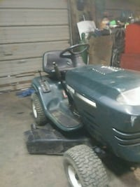 black and gray ride on mower Delaware, 43015