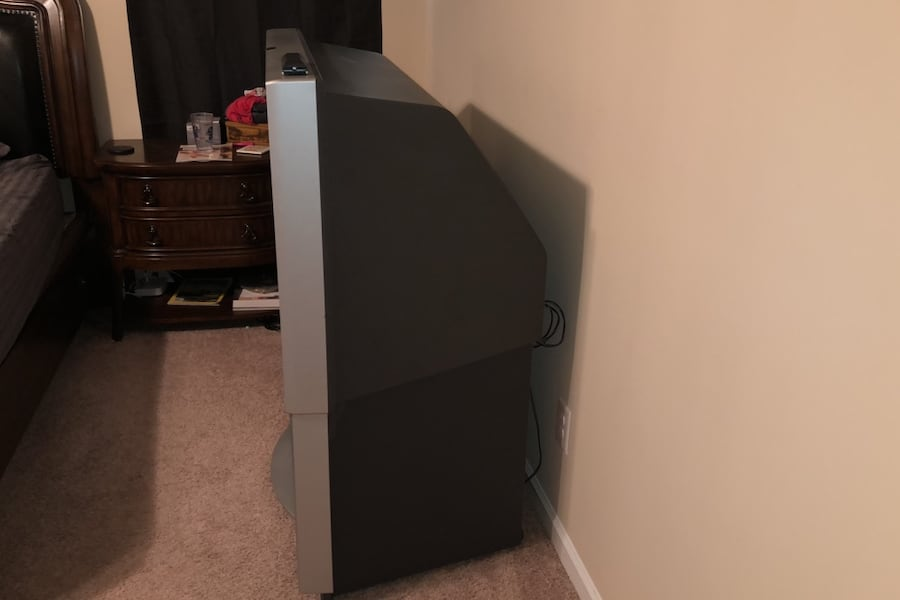 Free TV - 52in widescreen Sony Rear Projection with built in speakers c3039c82-7416-4148-888f-b17e544bfb11