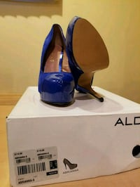 blue patent leather pointed-toe pumps Laval, H7W 4R1