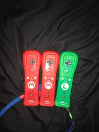 Wii U comes with 3 controllers all the cords works perfectly fine Calgary, T2Z 4K3