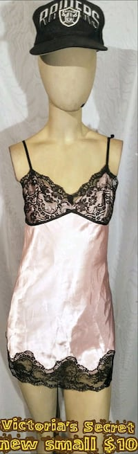 women's black and white floral spaghetti strap top Las Vegas, 89109