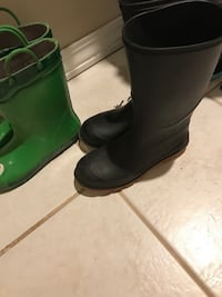 Rubber Boots! Size 4 (usually an 8-10 yr old size) Coquitlam