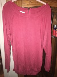 red scoop-neck long-sleeved shirt Lansing, 28643