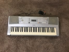 Yamaha YPT-300 Keyboard Piano