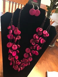 Pink Wood Bead Necklace w/Matching Earrings  Grovetown, 30813