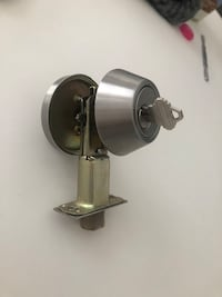 Door deadbolt lock
