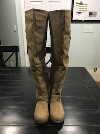Pair of never before worn JustFab brown leather knee-high boots size 8.5 Vancouver, 98682