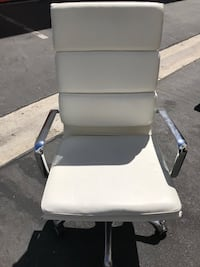 WHITE LEATHER OFFICE CHAIR Los Angeles, 90016