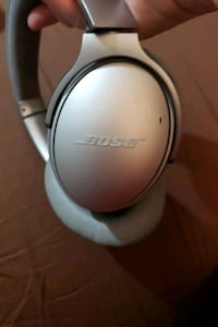 Bose wireless headphone set qc35ii  in great condition..