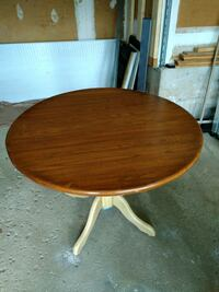 Round table 39inches across and 31 inches height  Brampton, L6Z 3Z3