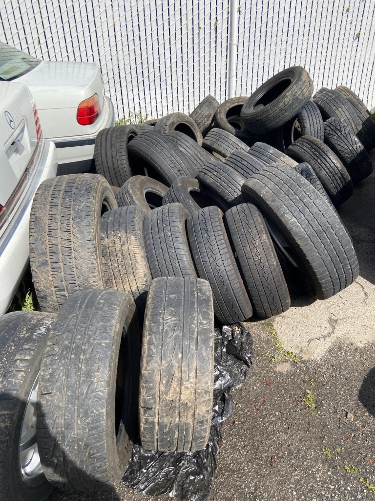 Photo 40 used tires for sale - assorted sizes