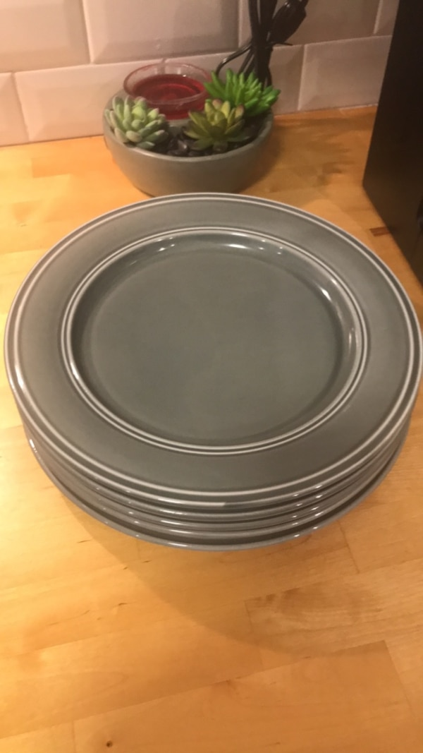 Better Homes and Garden plate set of 5
