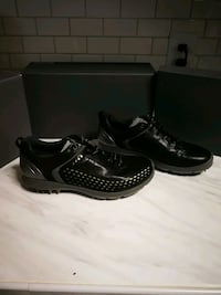 Ecco men's golf boom g2 lace size 42 will fit 8-9 feet.